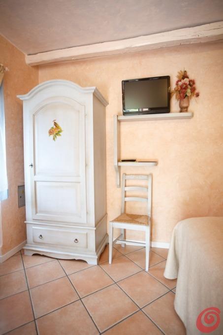 Camera da letto rustica arancio casa e trend - Camere da letto in legno rustico ...