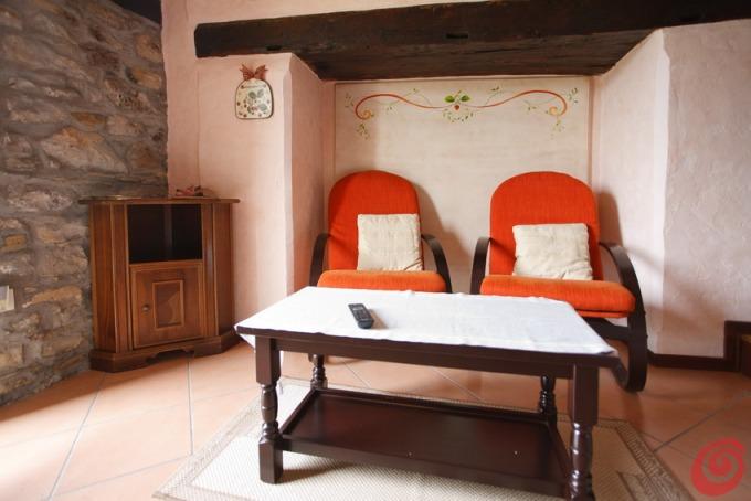 Camera da letto rustica arancio casa e trend - Instagram messaggio letto ...