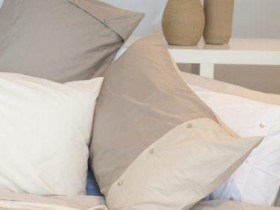 La biancheria del letto matrimoniale.