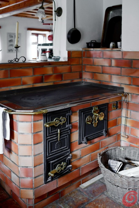 Cucina rustica in una casa di montagna casa e trend - Cucina rustica economica ...
