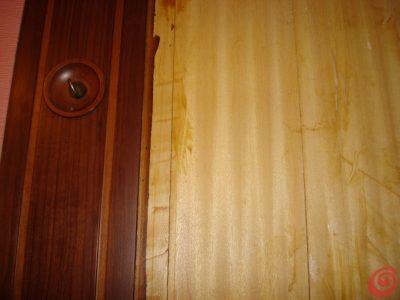Eliminando  i vecchi pannelli, questo è l'aspetto del legno sottostante.