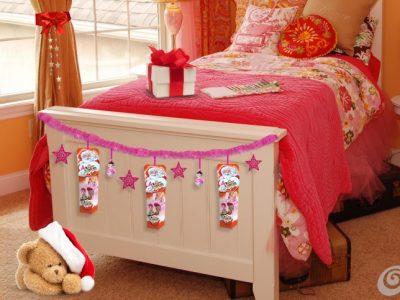 Festone fuxia, decorazioni varie e Kinder Sorpresa Pop Pixie