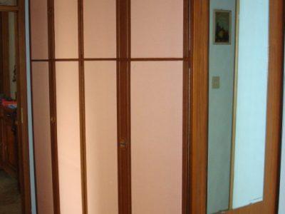 Aspetto finale dell'armadio. Purtroppo, essendo posizionato in un corridoio, non si riesce a vedere completamente.