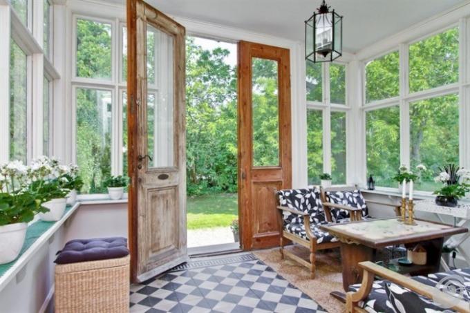 Porte e maniglie antiche per la casa di campagna casa e for Immagini case antiche interni