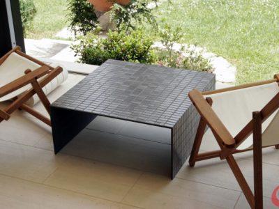Tavolo modello Mestre h 30cm, larghezza e lunghezza 70cm Tasselli di ceramica