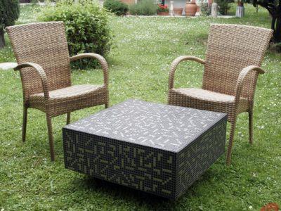 Tavolo modello Sovilla h 40cm, larghezza e lunghezza 70cm Tasselli di ceramica